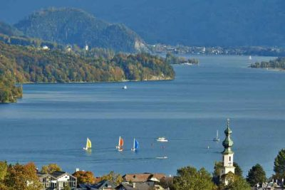 Sailing boats in lake Wolfgangsee.
